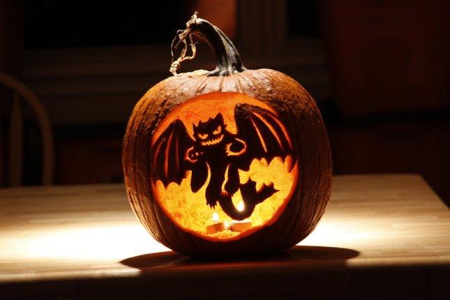 my_toothless_pumpkin_by_nemesis_19-d31ppnb.jpg